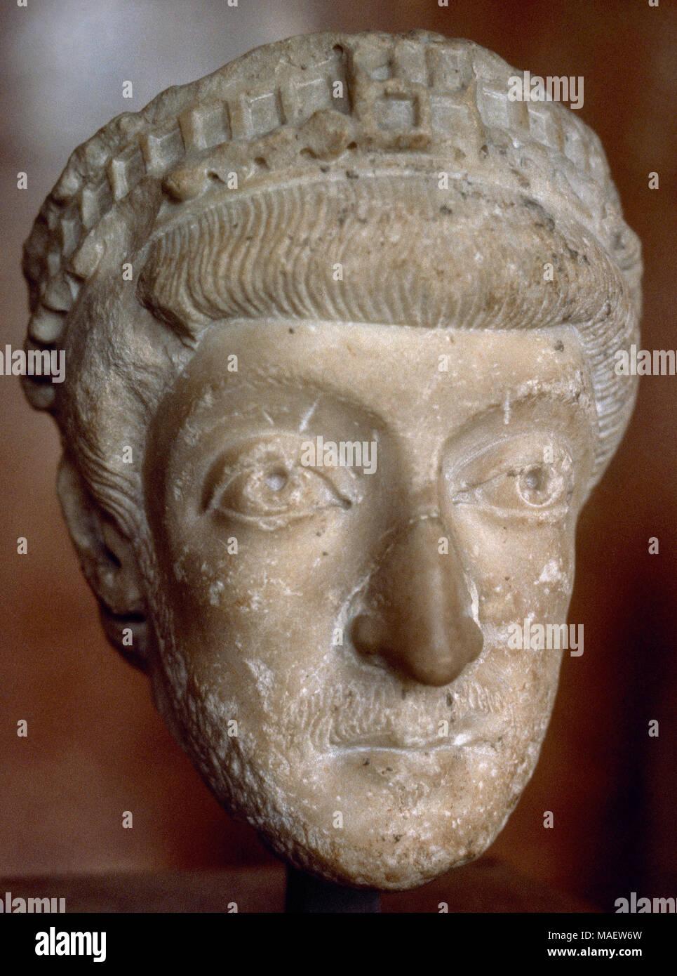 Théodose II (401-450). L'Est de l'empereur romain de 408 à 450. Buste. En, ca. 440 d.C. Musée du Louvre, Paris, France. Photo Stock