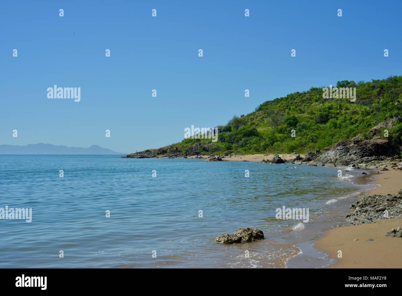 L'océan et de la plage sans les gens avec un sentiment d'éloignement, Shelly Cove Sentier au Cape Pallarenda Conservation Park Queensland Australie Photo Stock