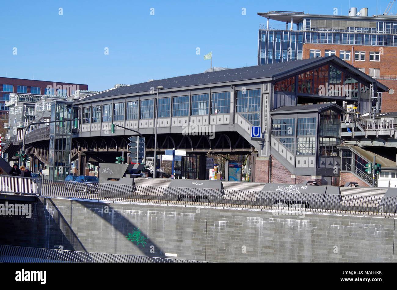 La station de métro Baumwall élevé, maintenant rebaptisé Baumwall (Elbphilharmonie), sur la ligne 3 du métro (U-Bahn) de Hambourg. Photo Stock
