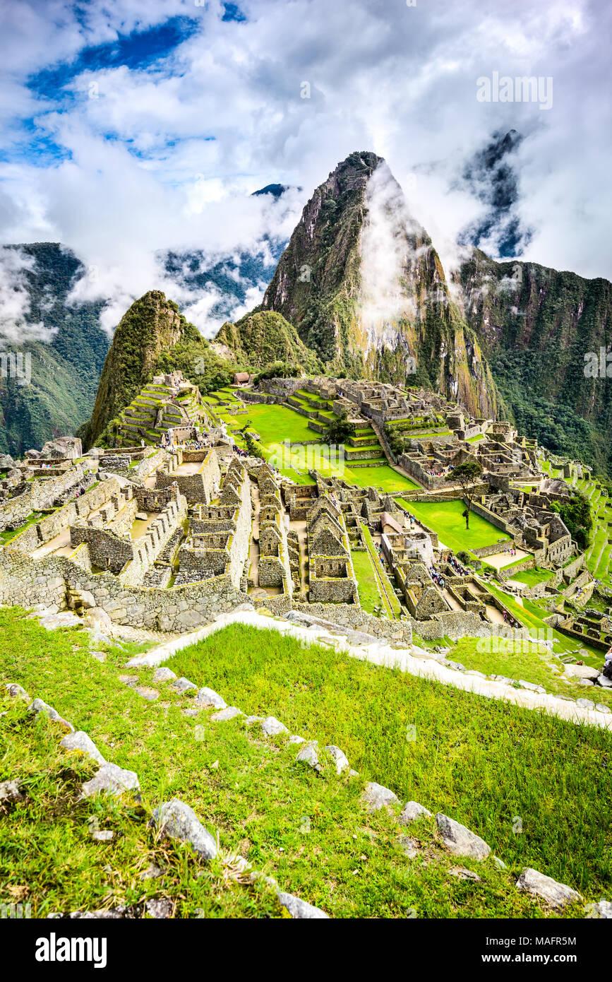 Le Machu Picchu au Pérou - Ruines de l'Empire Inca, ville et montagne Huaynapicchu à Vallée sacrée, Cuzco, l'Amérique du Sud. Photo Stock