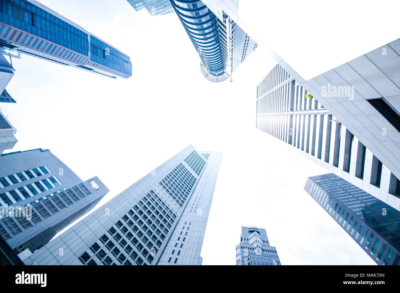 Gratte-ciel moderne des affaires, les bâtiments de grande hauteur, l'architecture sensibilisation pour le ciel, le soleil. Concepts de l'économie, financière, etc. l'avenir Photo Stock