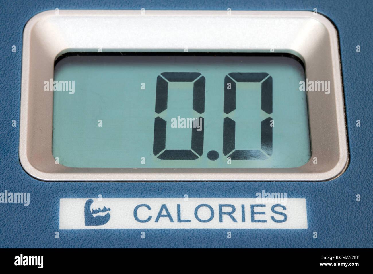 L'affichage indique les calories brûlées sur la machine de formation. Photo Stock