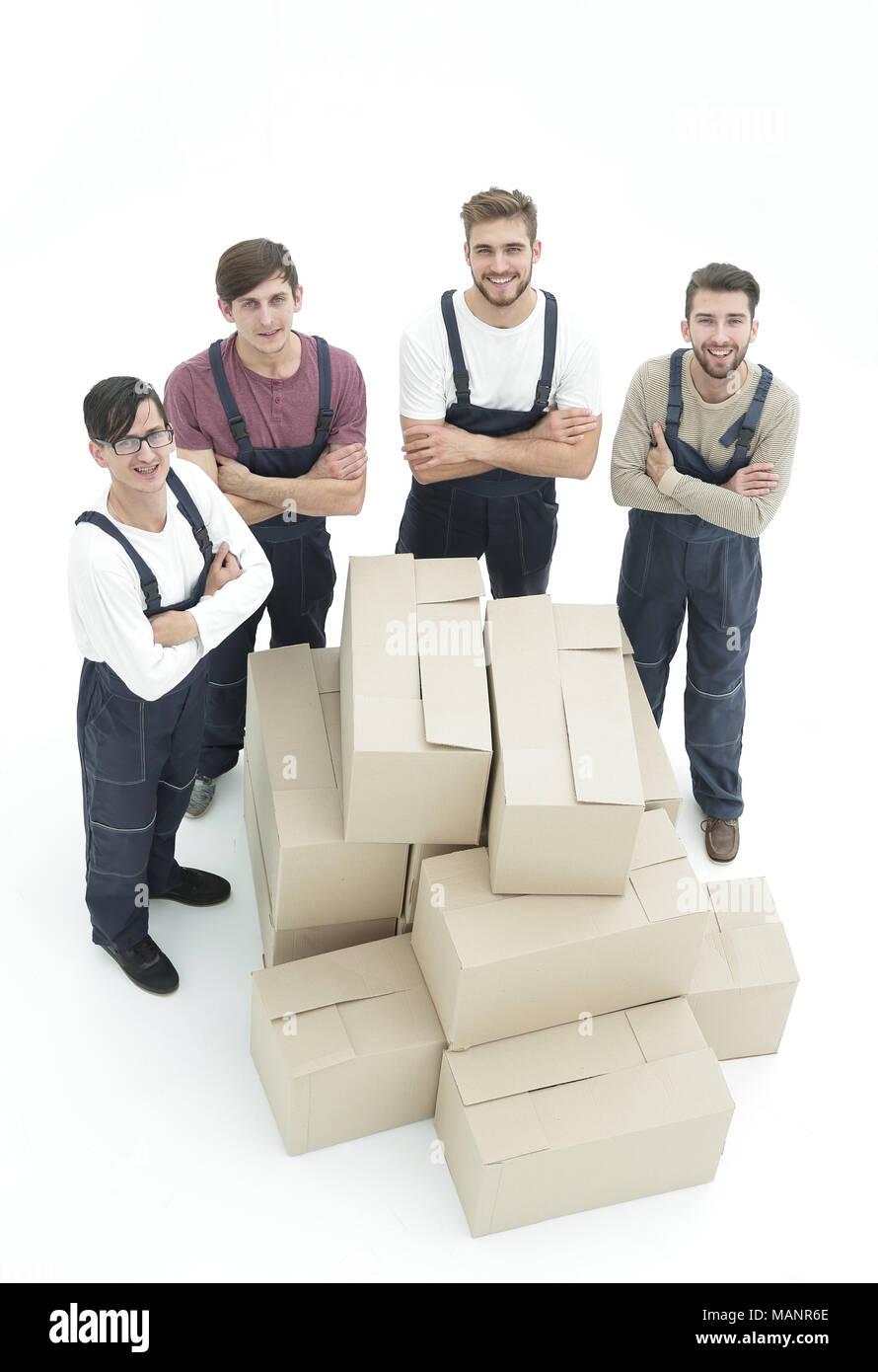 Happy smiling déménageurs chargés de boîtes, isolé sur blanc backgroun Photo Stock