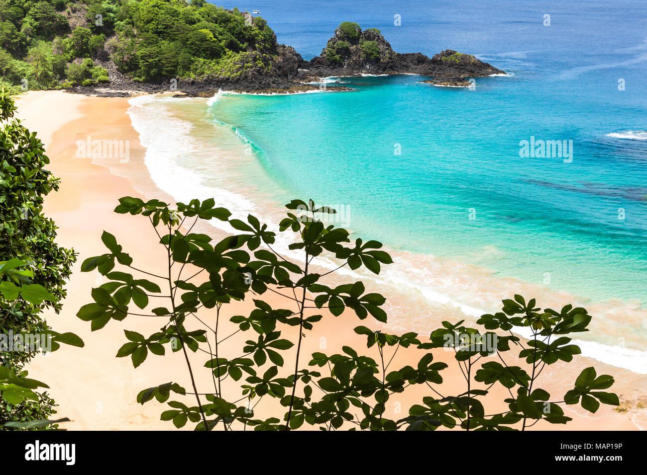 Fernando de Noronha, Brésil. Avis de Sancho Beach sur l'île de Fernando de Noronha. Voir sans que personne sur la plage. Photo Stock