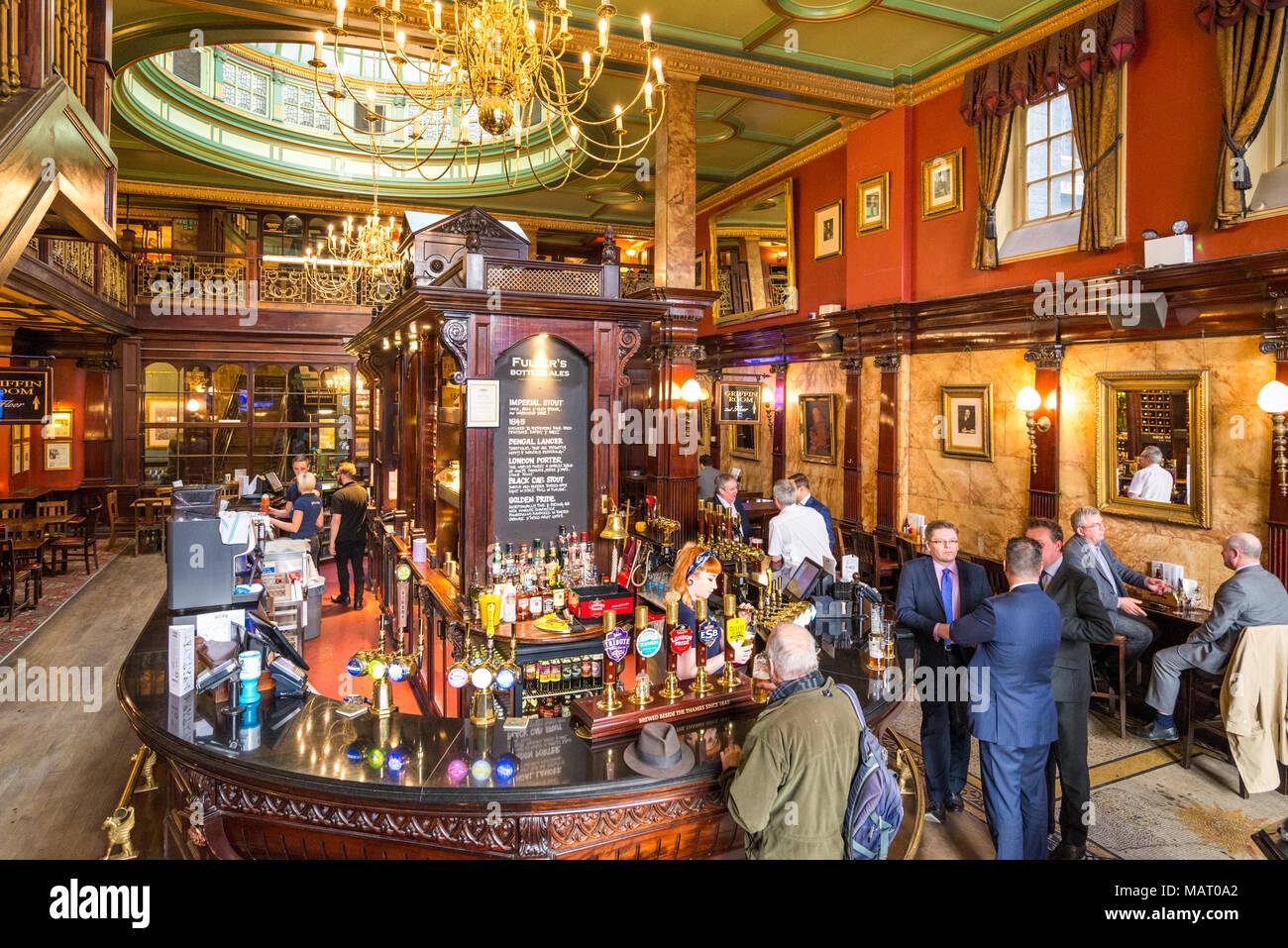Le dépouillement House pub dans la ville de London, UK Photo Stock