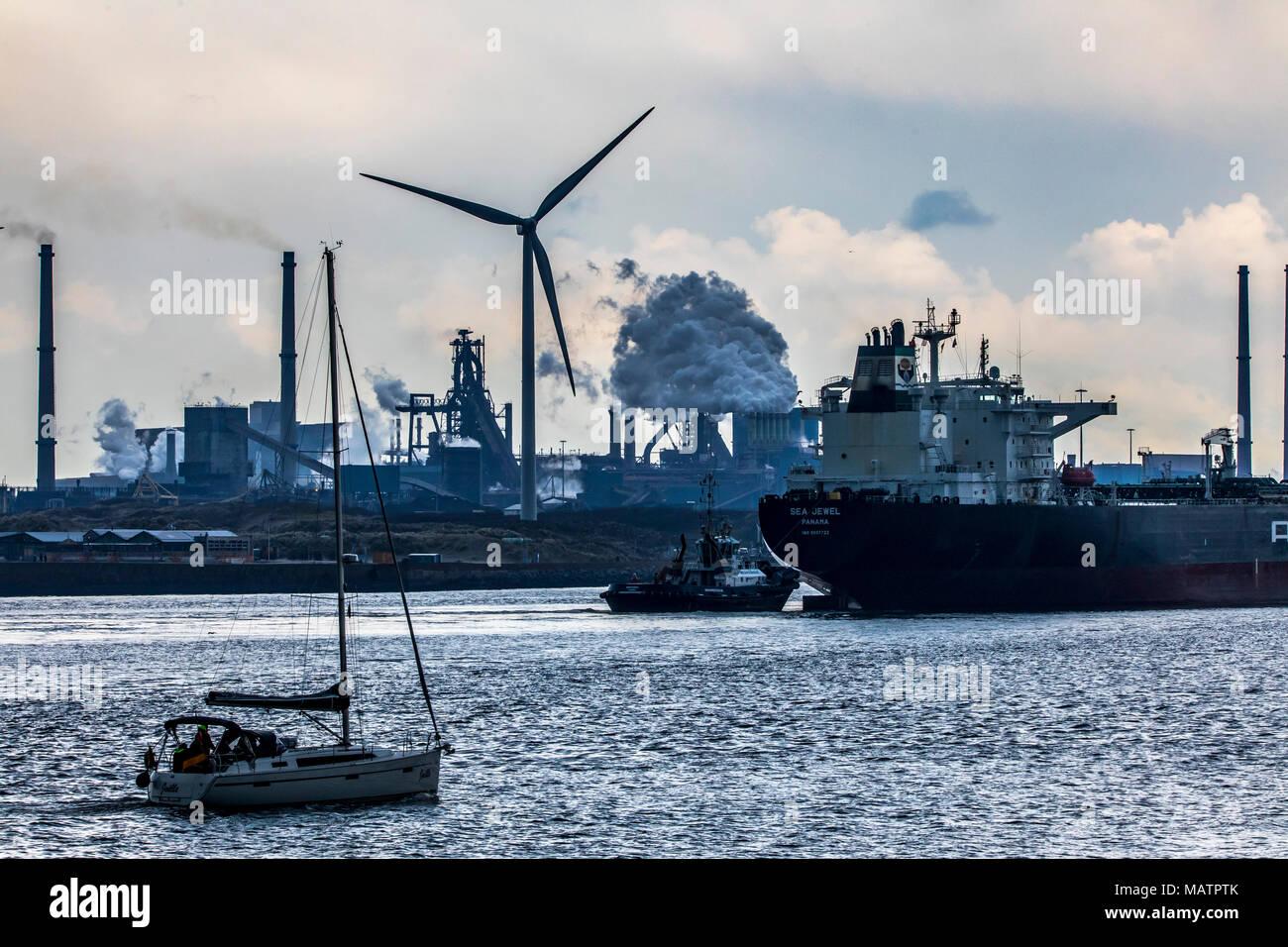 La Tata Steel steelworks à IJmuiden, Velsen, Hollande du Nord, Pays-Bas, la plus grande zone industrielle aux Pays-Bas, 2 hauts-fourneaux, 2 plan de cokéfaction Banque D'Images
