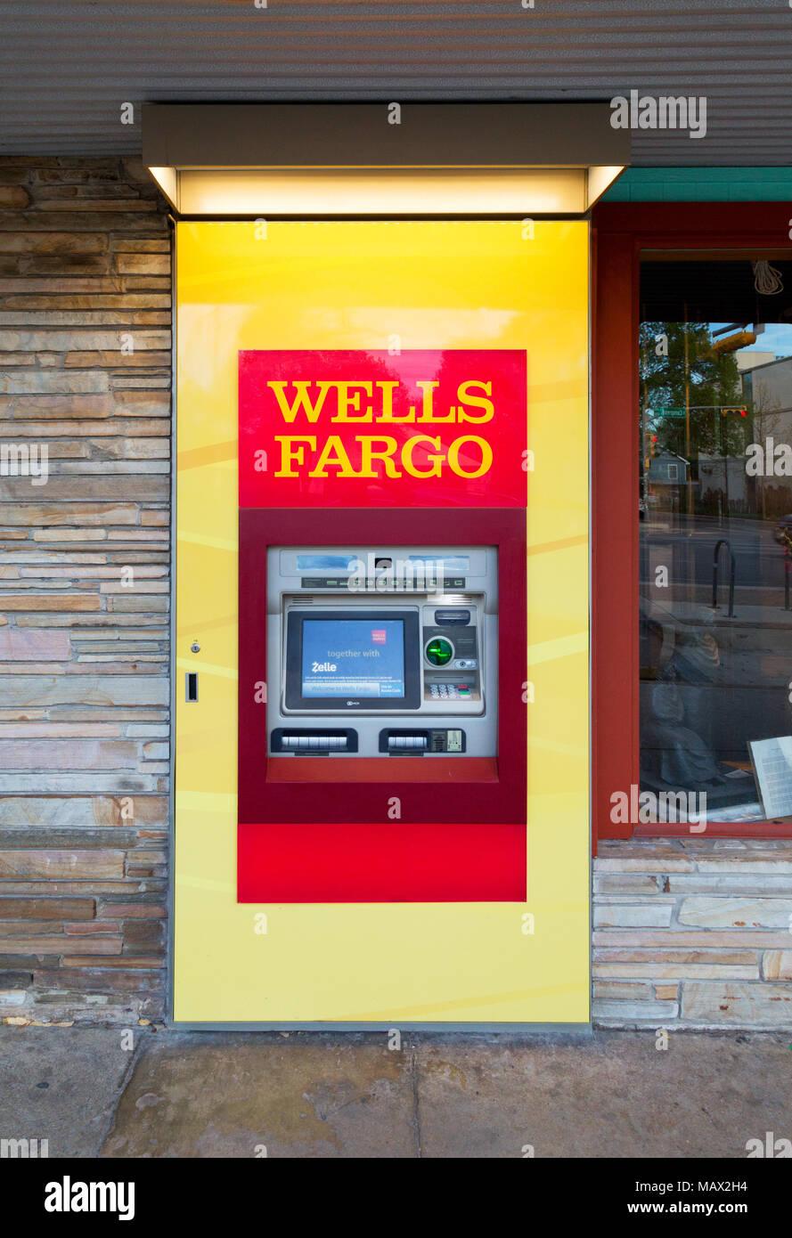 Distributeur de Wells Fargo pour Wells Fargo Bank, New York USA Banque D'Images