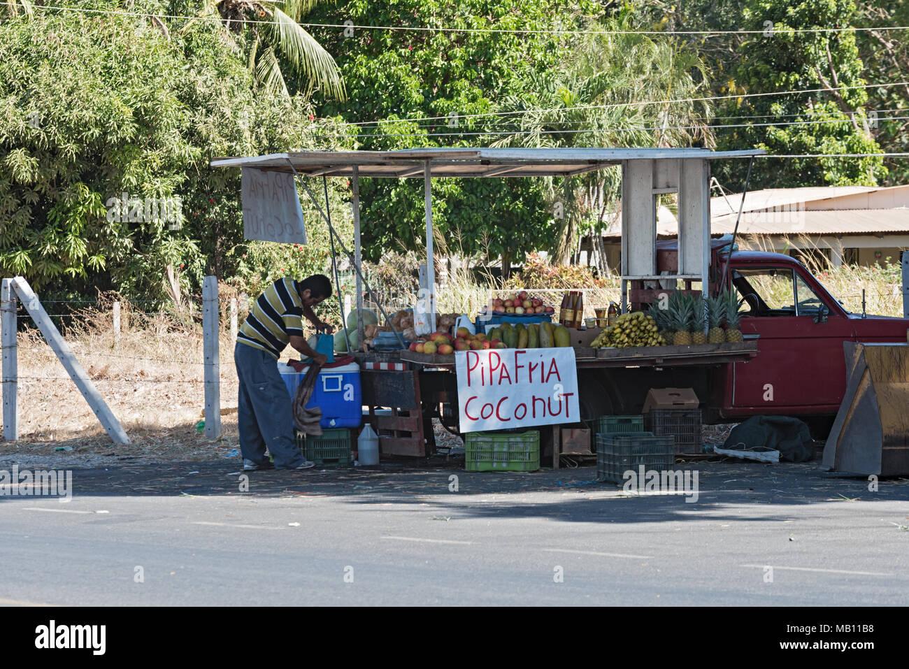 Vendeur de fruits ambulatoires à Playa del Coco, Guanacaste, Costa Rica Banque D'Images