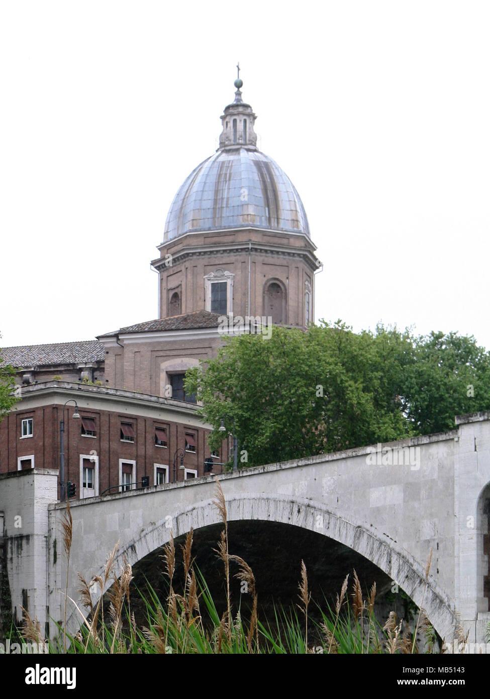 Saint-jean de l'église florentine dome et pont, Rome, Italie Banque D'Images