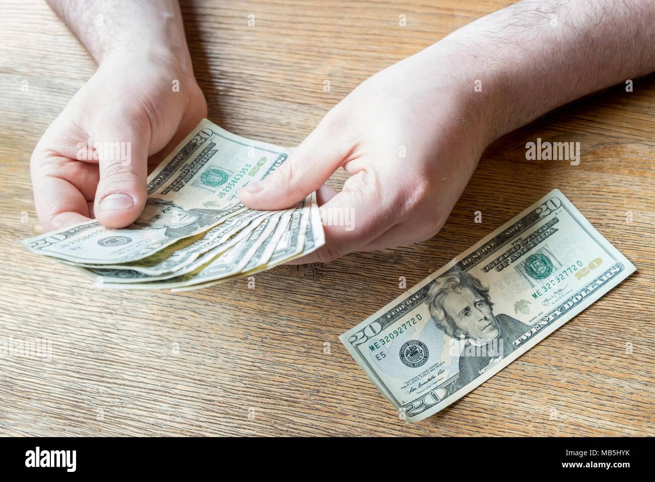 US dollar bills. Personne à compter de l'argent. Photo Stock