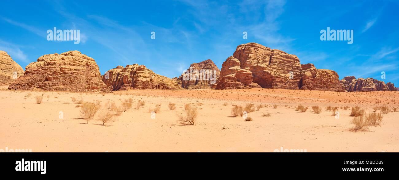 Paysage panoramique vue sur le Wadi Rum, Jordanie Photo Stock