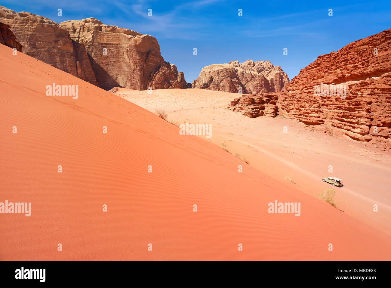 Dune de sable rouge, le désert de Wadi Rum, Jordanie Photo Stock