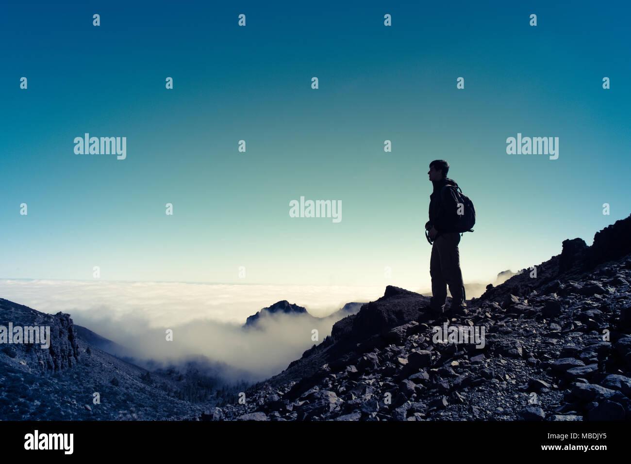 Sport homme sur le haut de la montagne. Ténérife Photo Stock