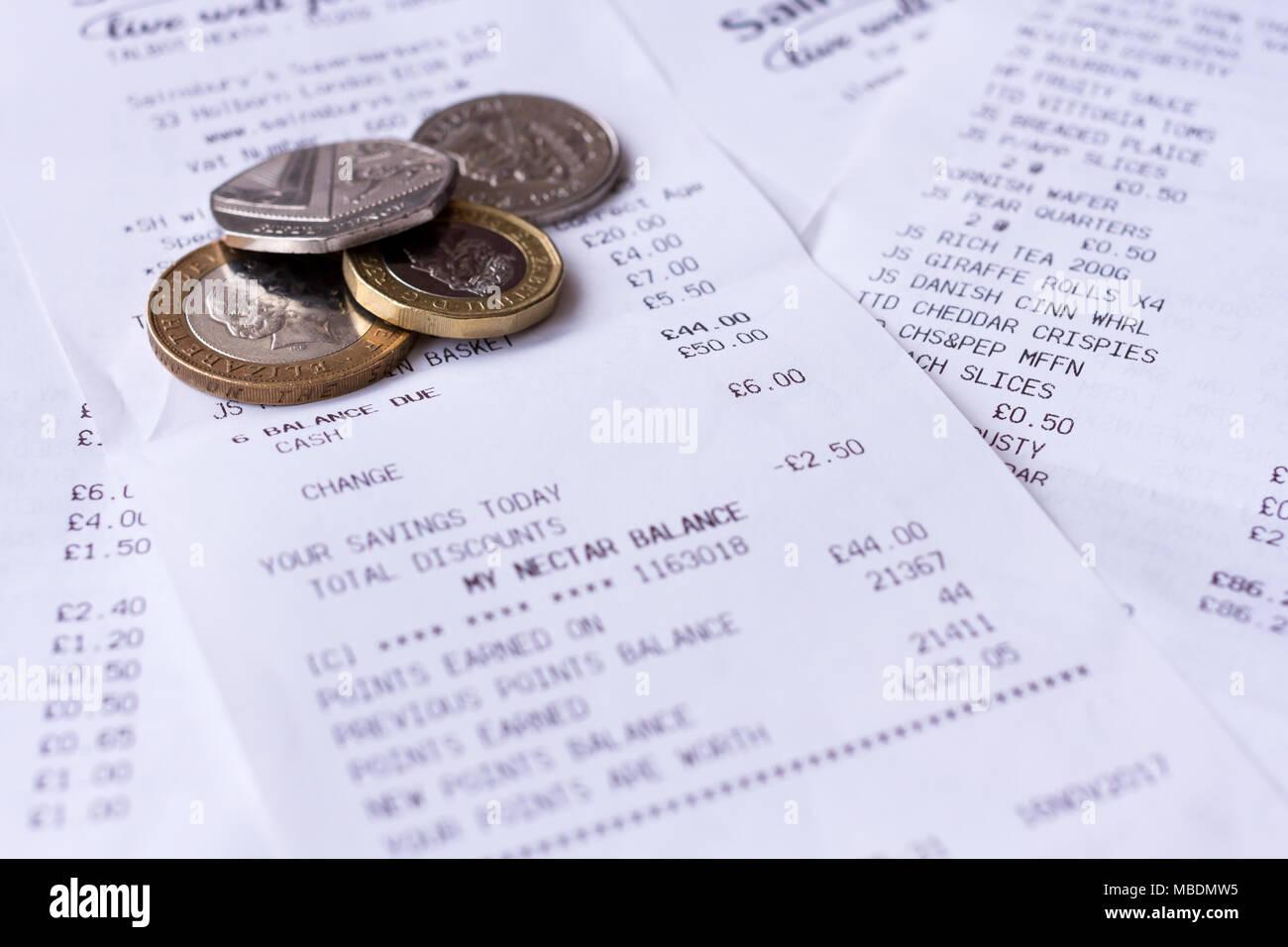 L'épicerie supermarché Sainsburys caisse & petit changement, la monnaie sterling, Royaume-Uni Photo Stock