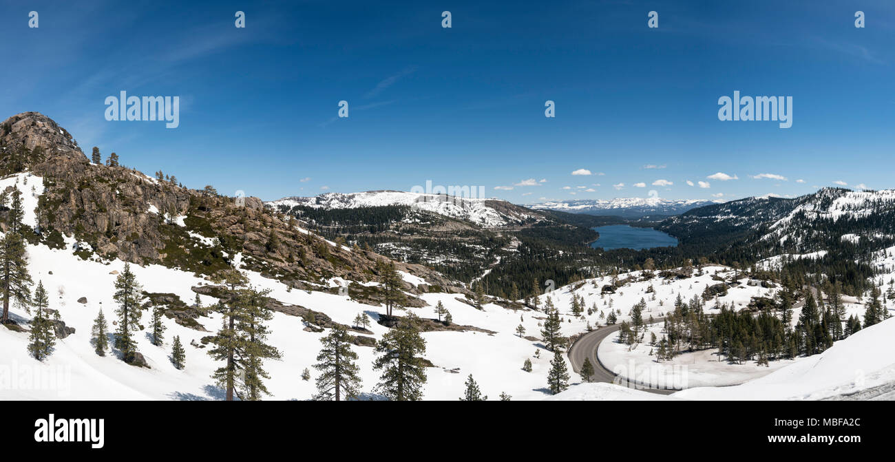 Dans le lac Truckee couverts de neige de la Sierra Nevada, en Californie, USA Photo Stock