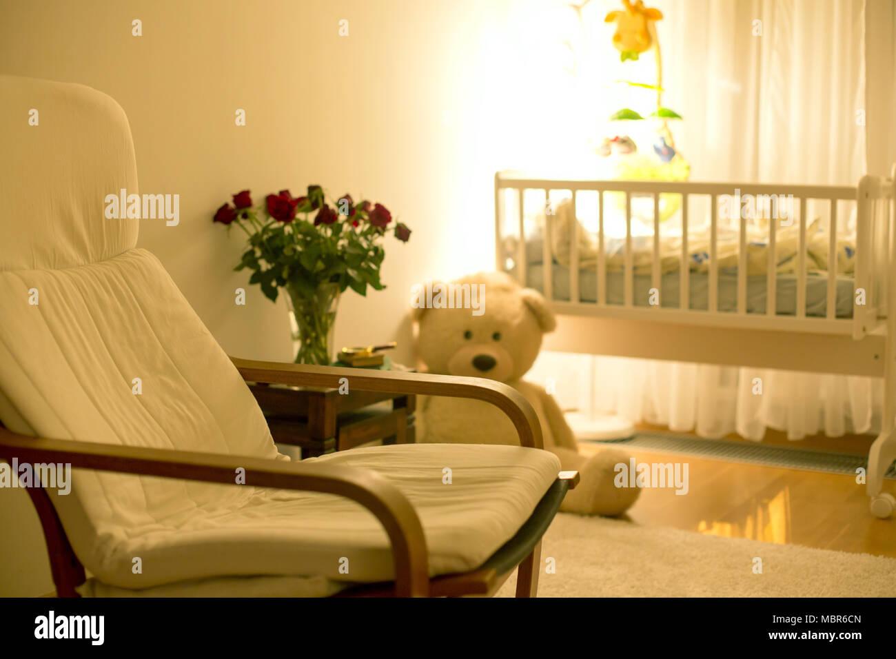Rocking Chair Vide Dans Une Chambre Bébé Garçon Avec De Gros