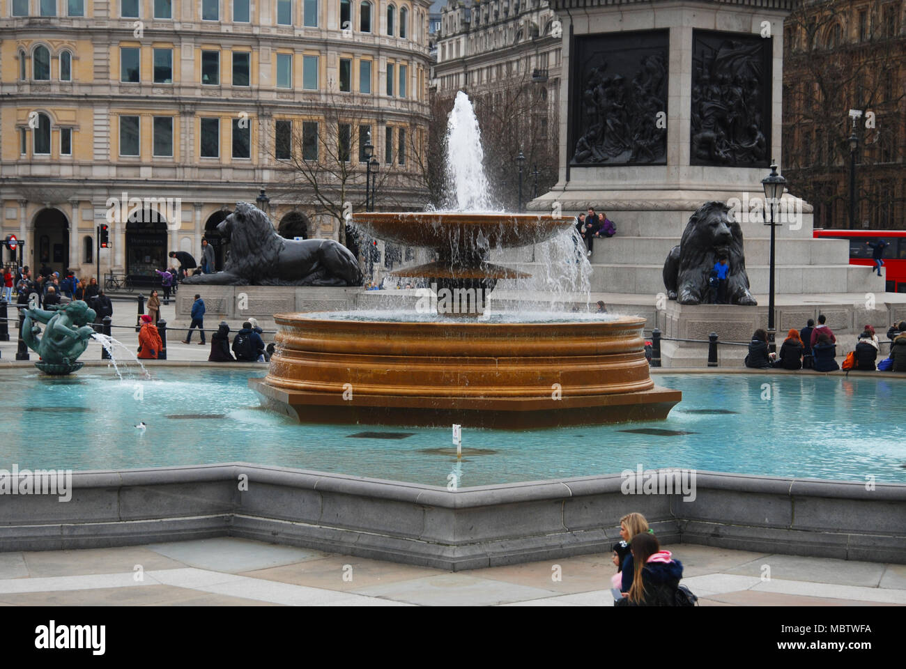L'eau du bassin de Trafalgar Square, London Uk Close up Travel. Mars 2018 Photo Stock