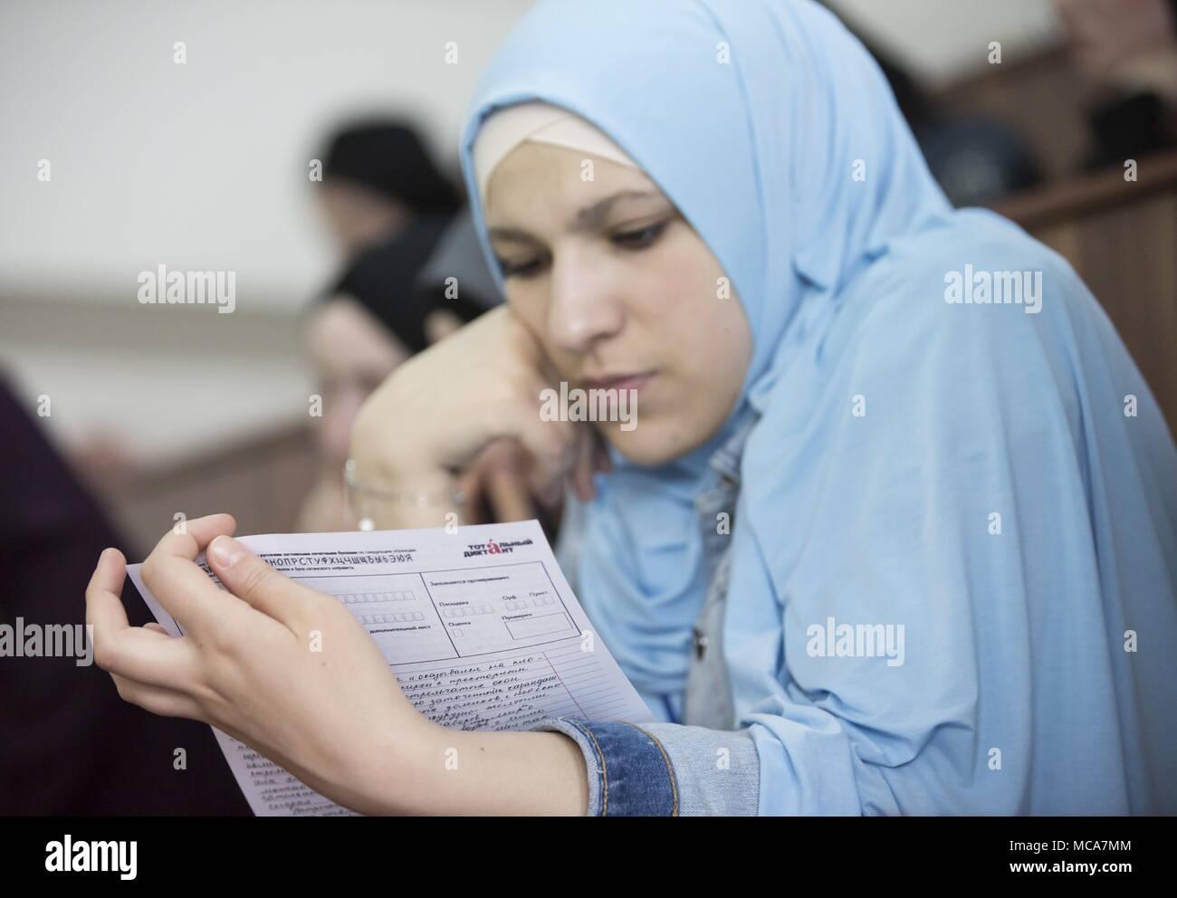 Grozny Russie Le 14 Avril 2018 Une Jeune Femme En Hijab