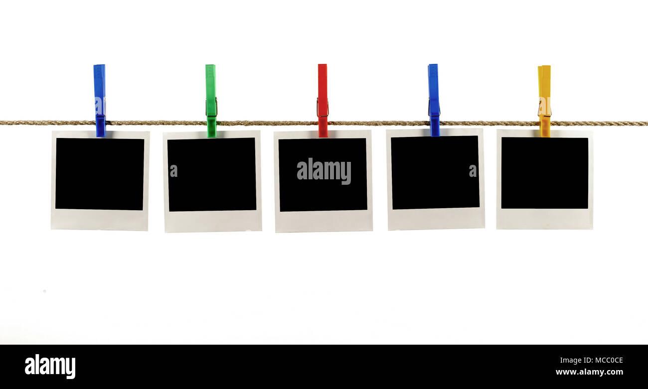 d2b1c21ff80c03 Plusieurs style polaroid vierge instant photo impression de cadres accrochés  sur une corde ou d un lave-ligne, fond blanc
