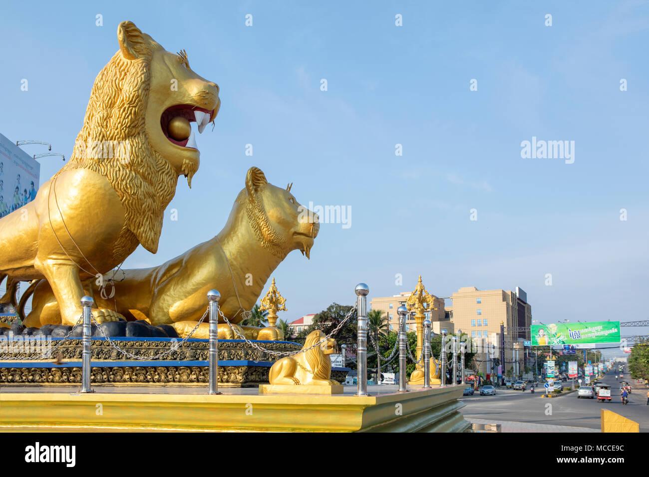 Golden Lion Monument au centre de la ville de Sihanoukville, Cambodge Photo Stock