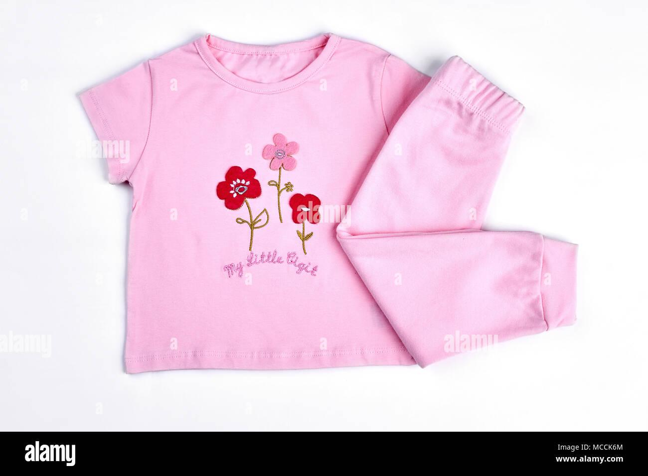 a24e311064ef1 Ensemble de beaux vêtements pour bébé-fille. Cartoon rose t-shirt et des  leggings pour bébé filles, fond blanc.