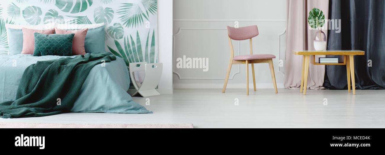 Panorama d\'un rose pastel, moderne et chambre verte avec des ...