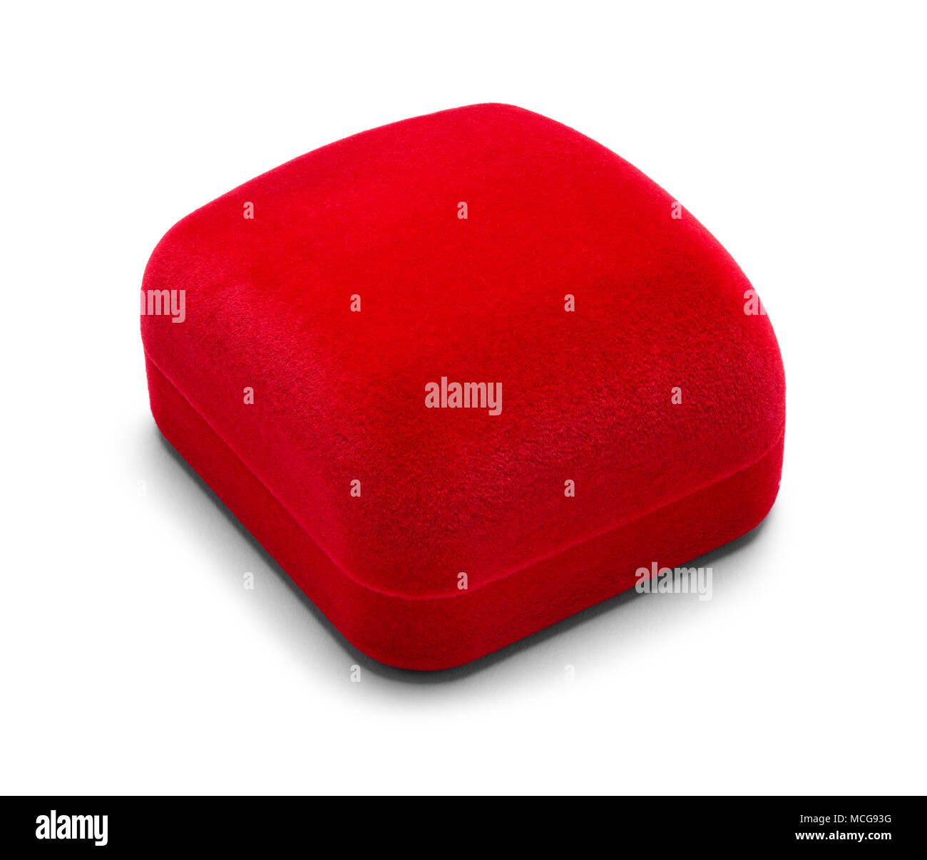 Boîte à Bijoux en velours rouge fermé isolé sur un fond blanc. Photo Stock