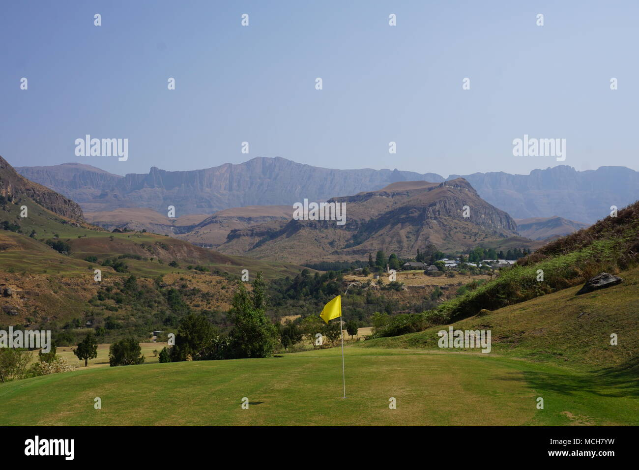 Cathedral Peak Golf, montagnes du Drakensberg Photo Stock
