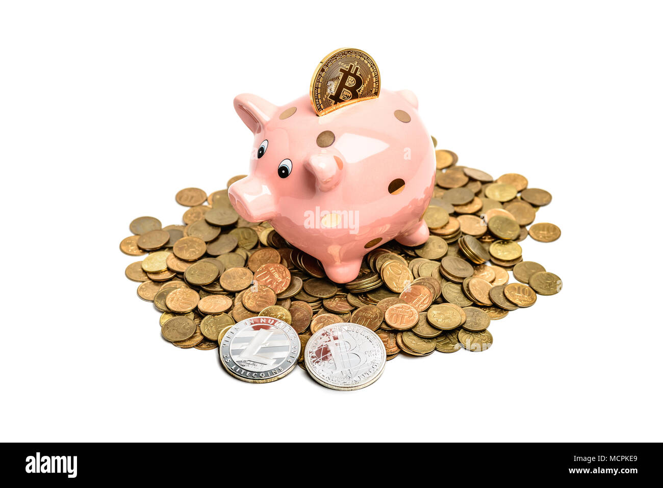 Coin bank cochon sur tas de l'argent avec plus de bitcoin white Photo Stock