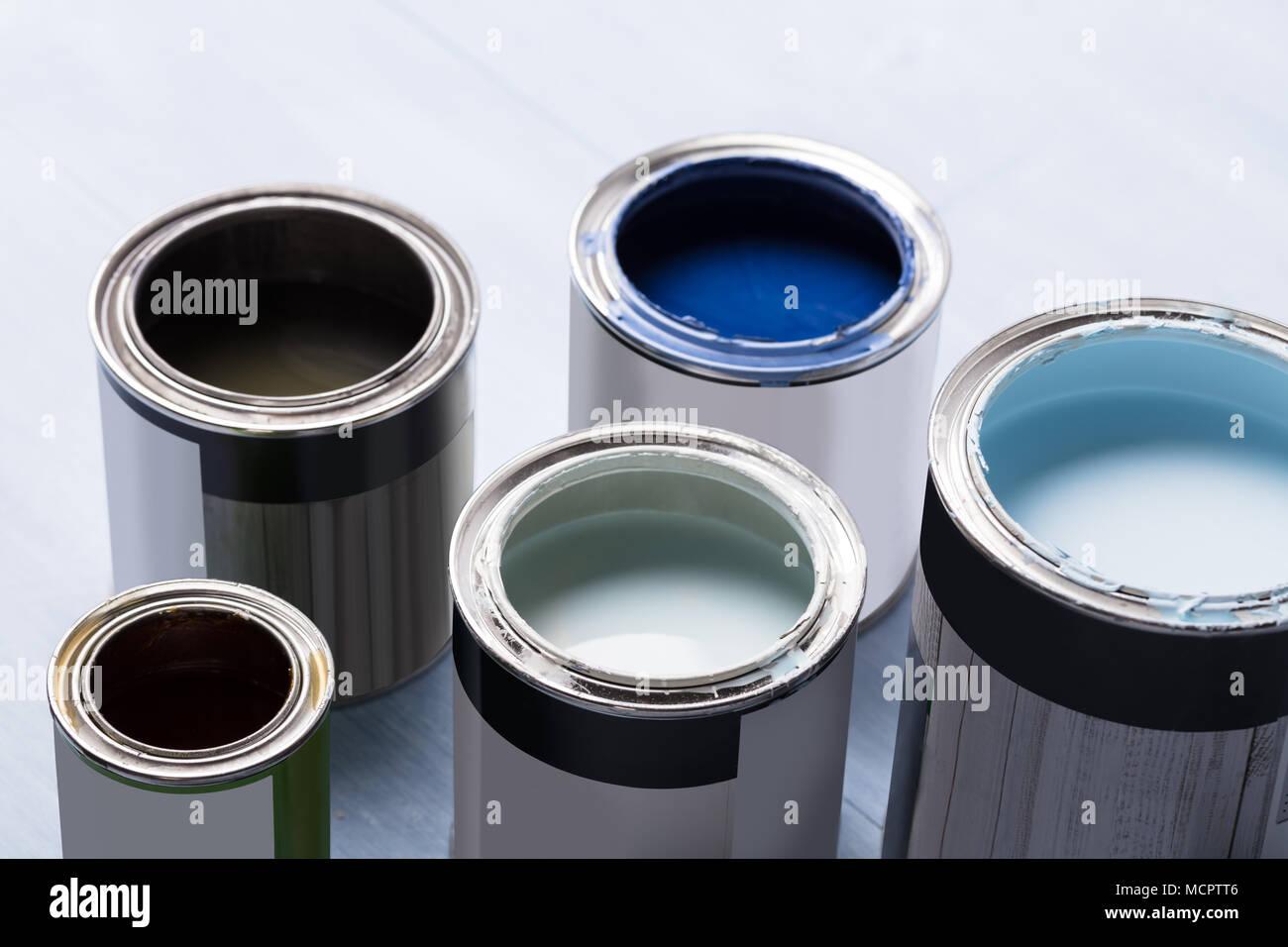 Photo D Ouvrir Les Pots De Peinture Sur Planche En Bois Photo Stock Alamy