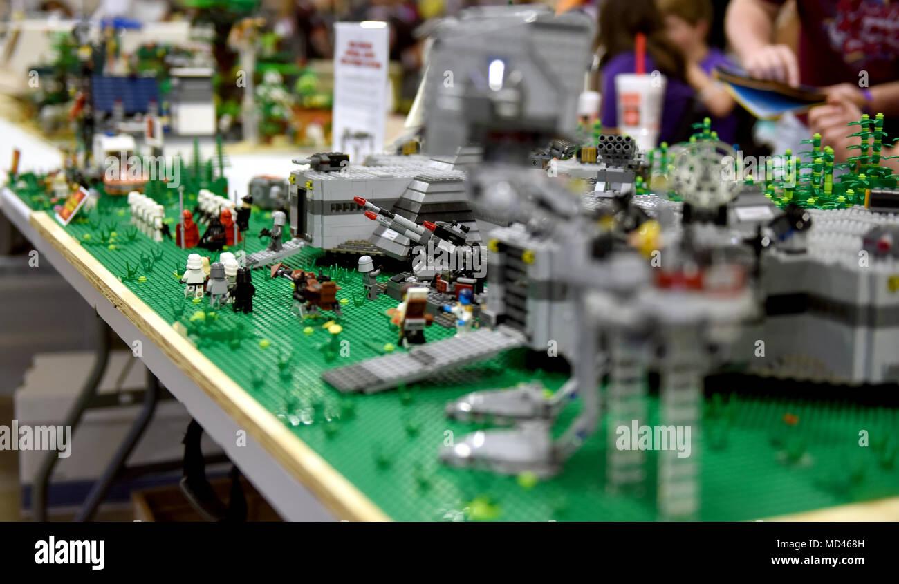 Maîtres De La Magie Lego Lego Ville Présenter Leur Travail Aux Participants  Du0027un événement