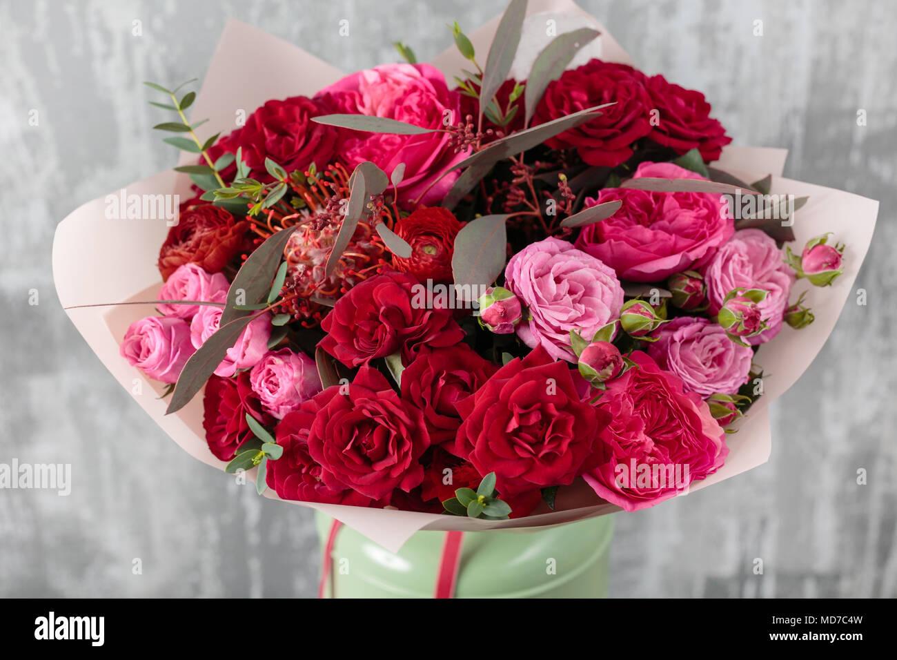 close up magnifique bouquet fleurs de printemps sur fond. Black Bedroom Furniture Sets. Home Design Ideas