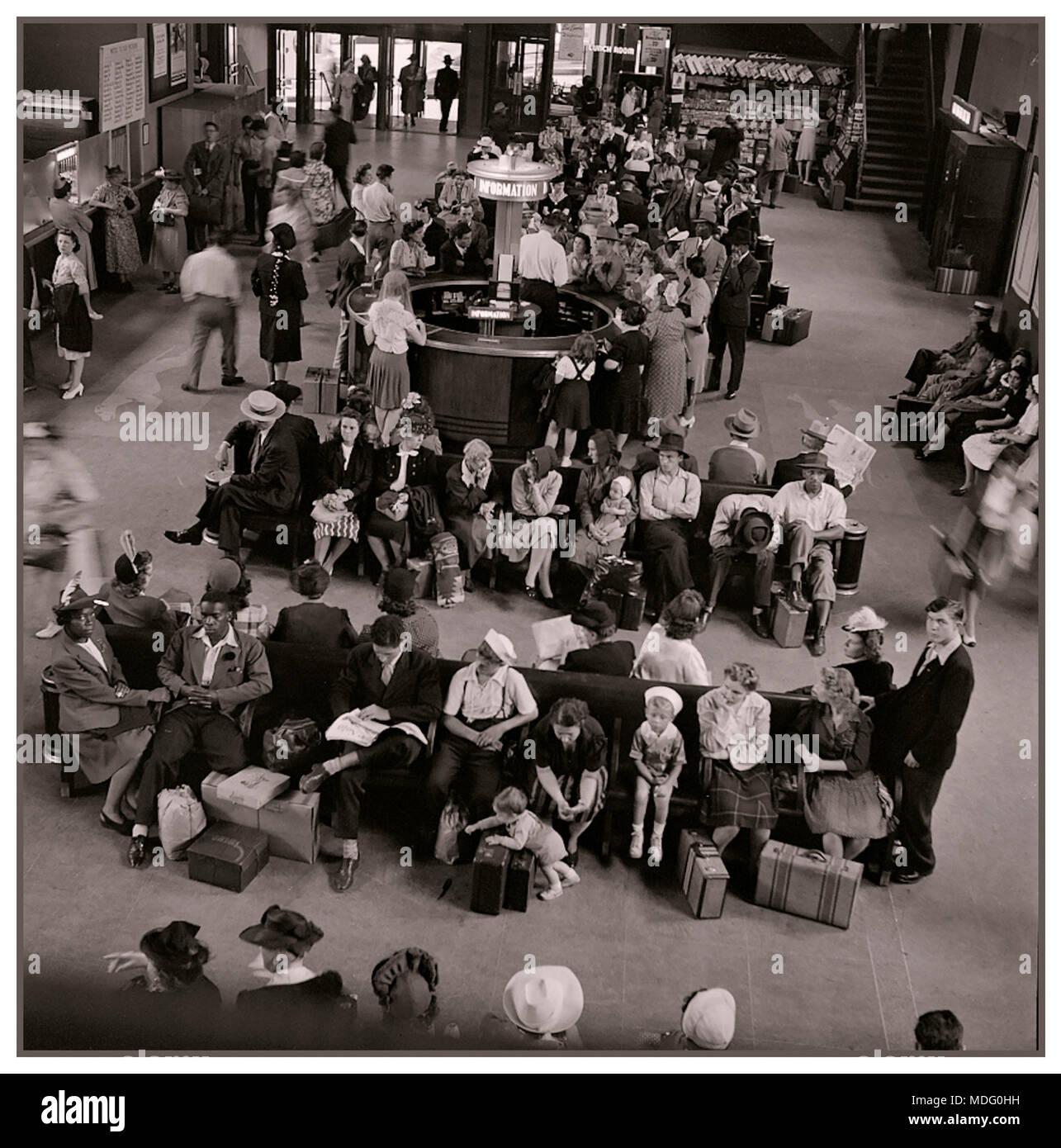 La gare routière Greyhound 1950 salle d'attente des années 1960 Pittsburgh Pennsylvania USA B&W image aux tons monochromes Photo Stock