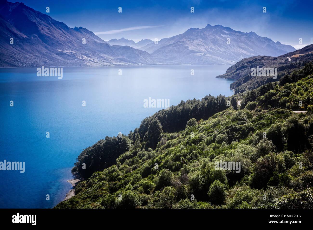 Le lac Wakatipu et la route de Glenorchy, île du Sud, Nouvelle-Zélande. Banque D'Images