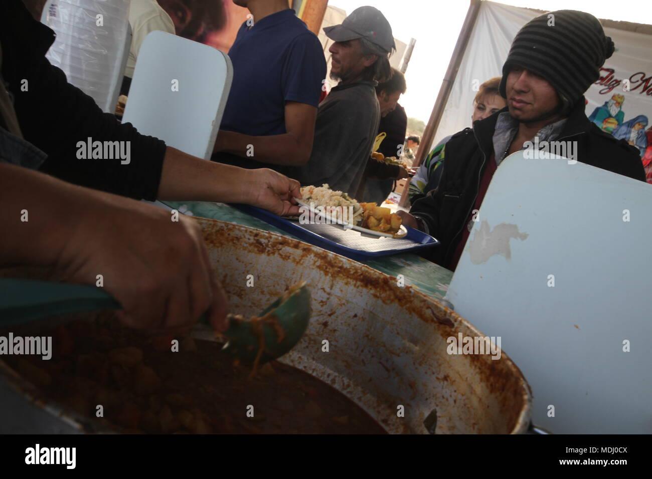 Migrantes Hondureños durante su paso por Hermosillo con rumbo al Norte se reúnen en un comedor de medio punto une dÃ-a. Nortephoto.com,CREDI /personnel . Banque D'Images