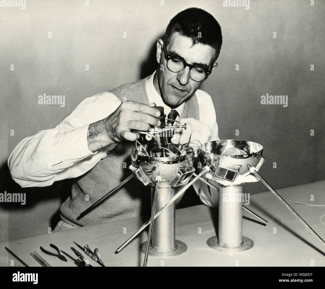 Bâtiment scientifique de satellites artificiels, USA 1950 Photo Stock