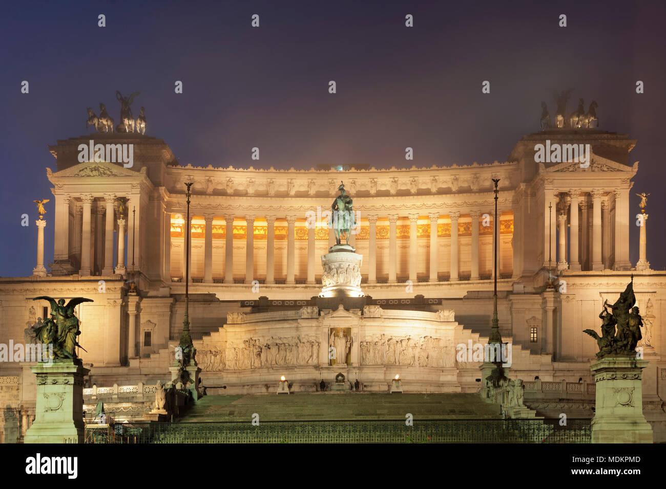 Vittoriano, monument de Vittorio Emanuele, monument de Vittorio Emanuele II, photo de nuit, la Place de Venise, Rome, Latium, Italie Photo Stock