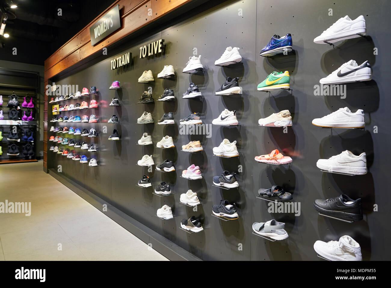 save off 70161 6dee5 BUSAN, CORÉE DU SUD - circa 2017 MAI  des chaussures Nike à laffiche au  magasin.