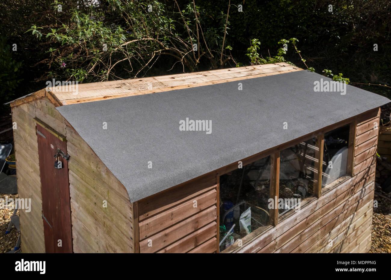 Refaire Un Toit D Abri De Jardin feutre de toiture photos & feutre de toiture images - alamy