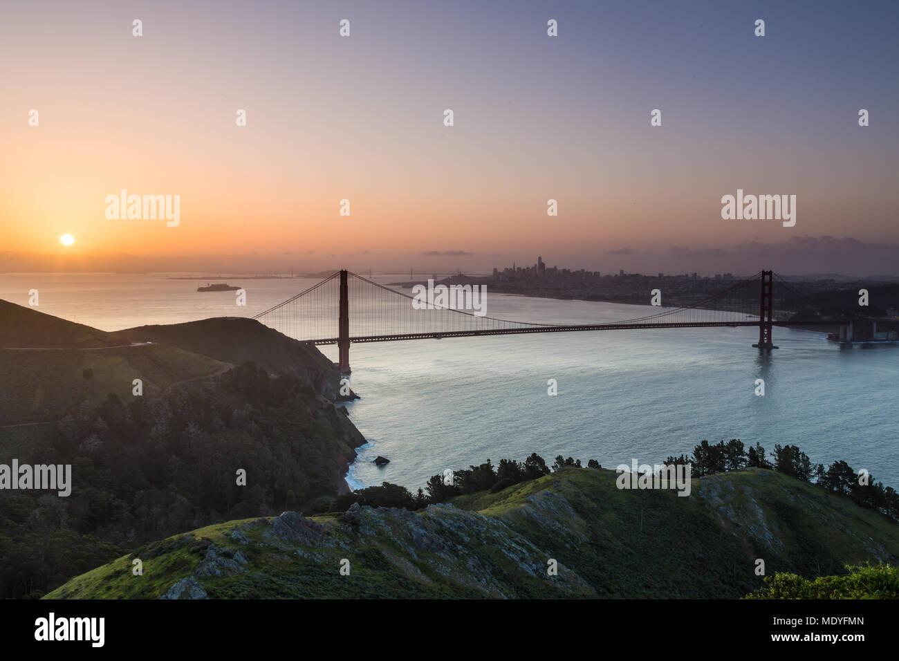 Lever du soleil shot du Golden Gate Bridge et San Francisco à partir de Hawk Hill Photo Stock