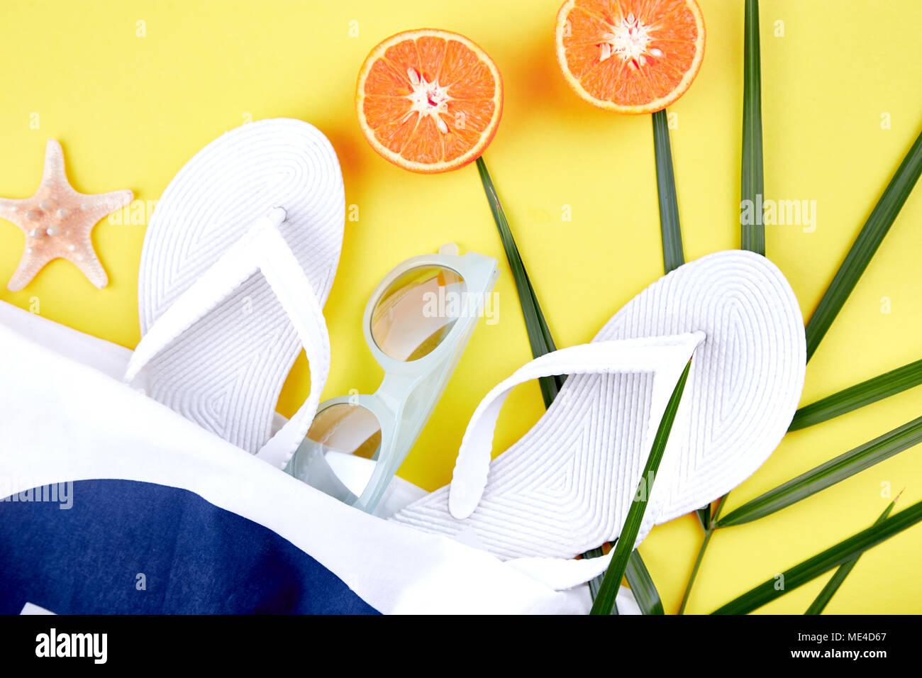 De Blanc TongsLunettes Avec SoleilCoquillages D'été Plage Sac thQdrxsC