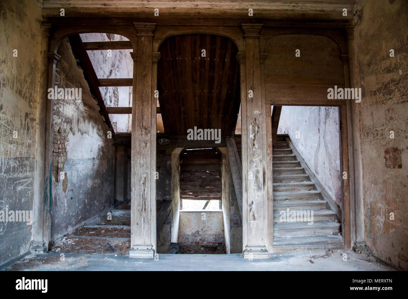 Une Vieille Maison En Ruine A L Interieur Ancien De L Interieur A