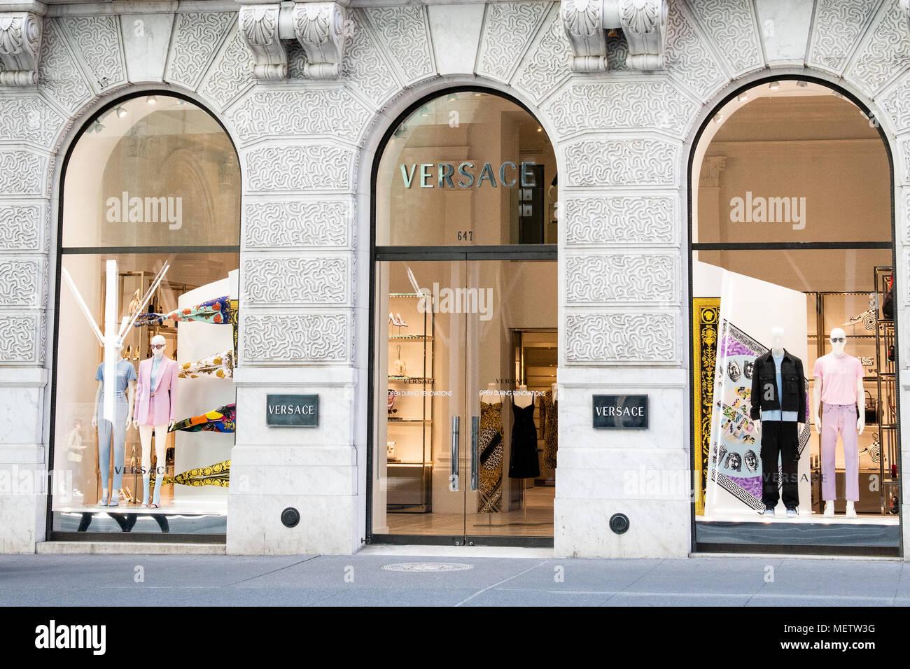 a70badc42d Boutique Versace sur la Cinquième Avenue à New York Banque D'Images ...