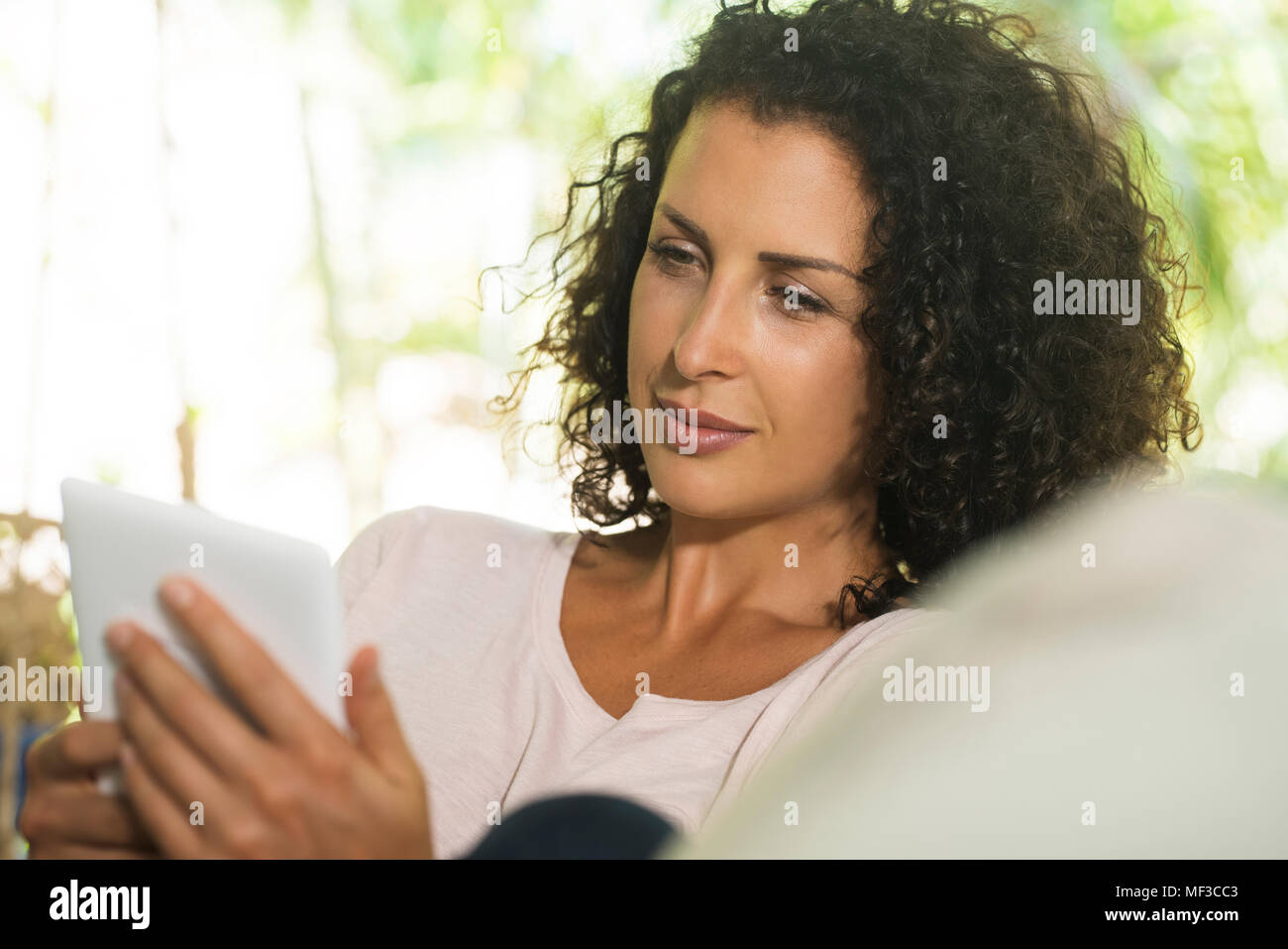 Portrait of woman holding e-reader Photo Stock