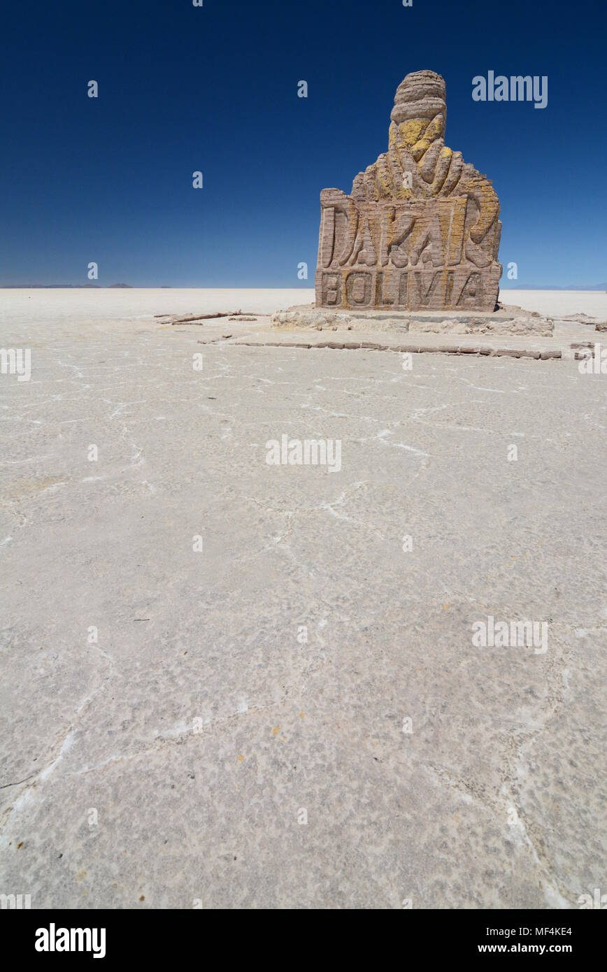 Monument à la Rallye Dakar. Salar de Uyuni. La Bolivie Photo Stock