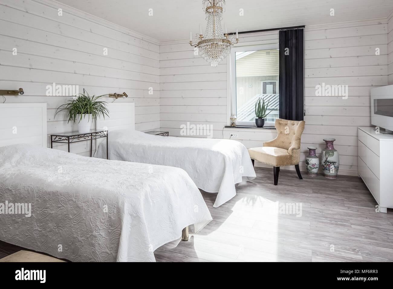 Lustre Rustique Chambre Blanche Avec Banque Dimages Photo Stock