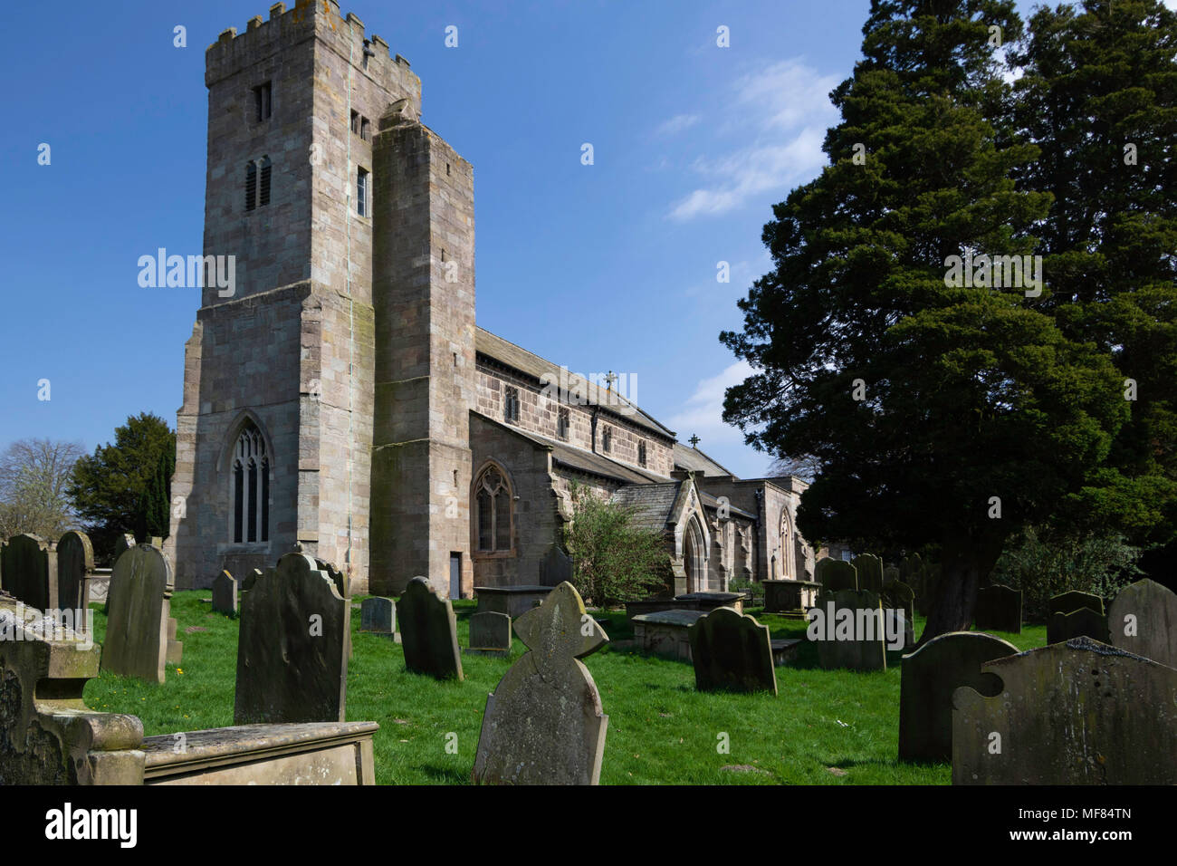 All Saints Church et pierres tombales,Ripley,North Yorkshire, Angleterre, Royaume-Uni. Photo Stock