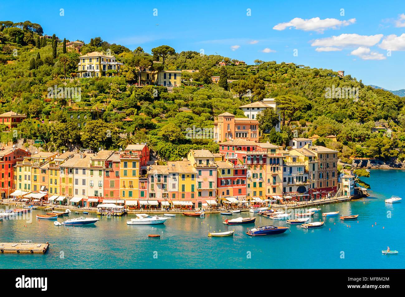 Panoramiv raison de Portofino, est un village de pêcheurs, province de Gênes, en Italie. Un lieu de villégiature avec un port pittoresque et avec la célébrité et Photo Stock