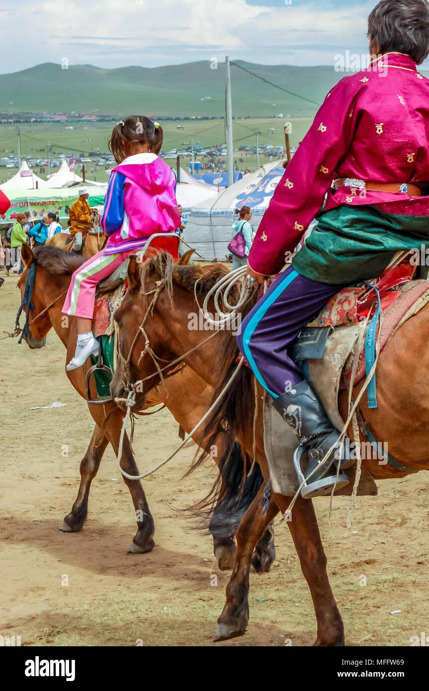 Khui Doloon Khudag, la Mongolie - le 12 juillet 2010: les cavaliers au Naadam steppe sur course de chevaux à l'extérieur de la capitale Oulan-Bator Photo Stock