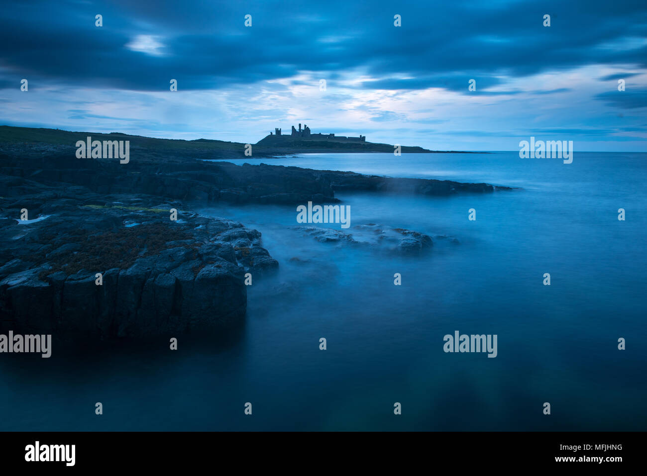 Château de Dunstanburgh, Northumberland, Angleterre, Royaume-Uni, Europe Photo Stock